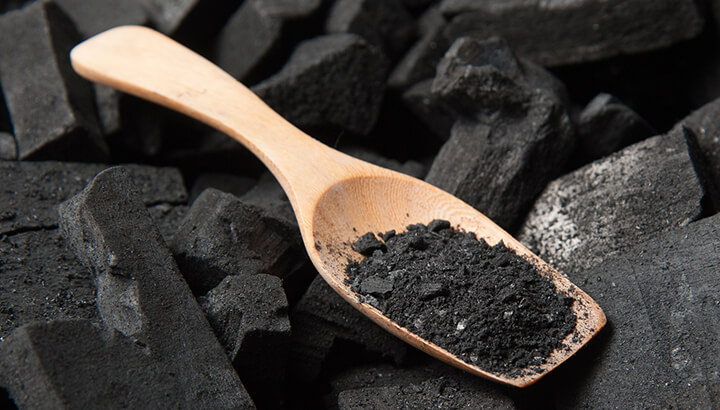Activated-charcoal-in skincare