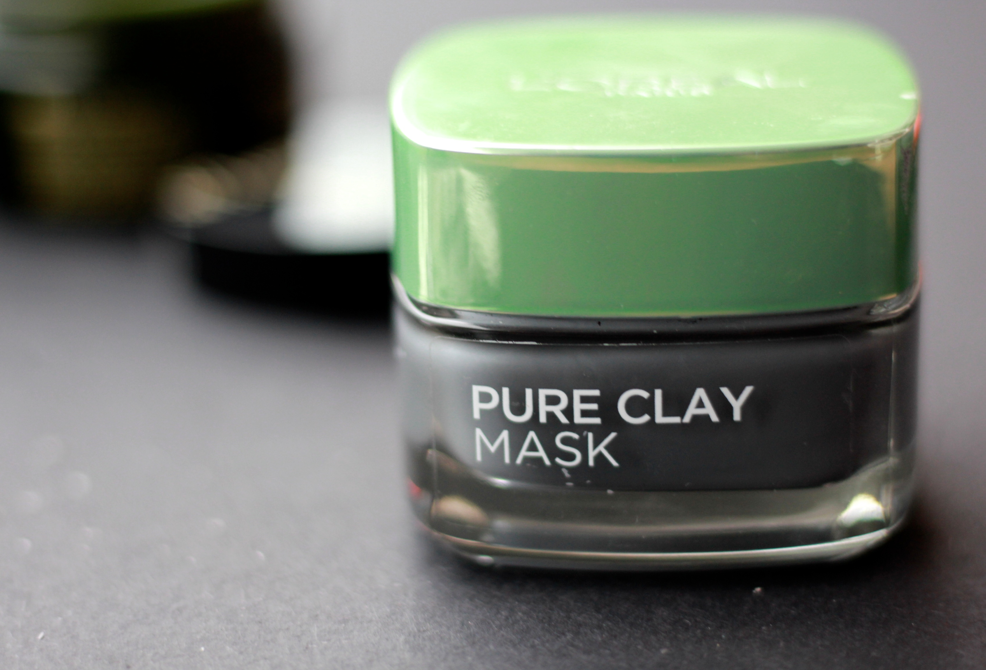 L'OREAL PARIS Pure Clay Mask: Detoxifying & Brightening Charcoal Mask